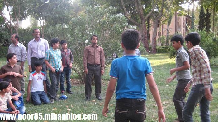 http://vahidha.persiangig.com/noor/album2/ordoo-%20(4).jpg